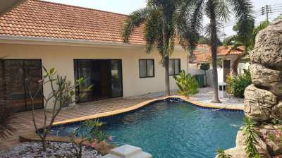 EXCELLENT VALUE POOL VILLA IN GATED COMMUNITY NEAR HORSESHOE POINT. LA