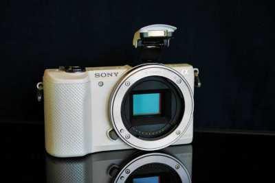 Sony A5000 20.1MP Wi-Fi NFC APS-C White Body