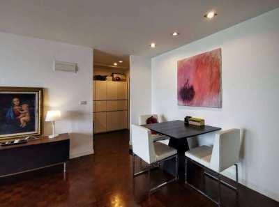 Beautiful 29 high floor on Sukhumvit suite condos soi 13  for rent.