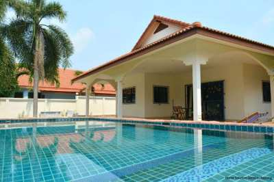 3 bedroom pool villa close to Mae Ramphueng beach!