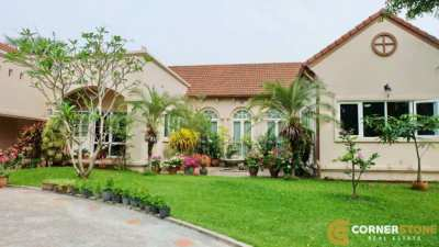 #HS1484  Private Villa Next To Phoenix Gold Golf Course For Sale