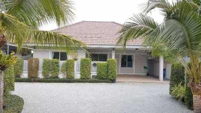 Detached bungalow in quiet cul-de-sac for rent