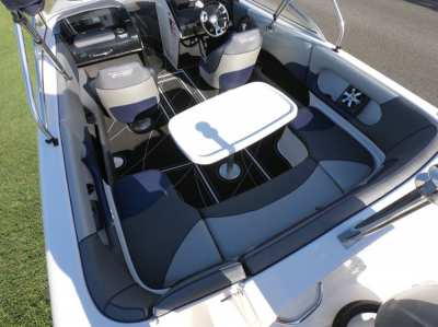 Like new!!!!CRUISE CRAFT R6