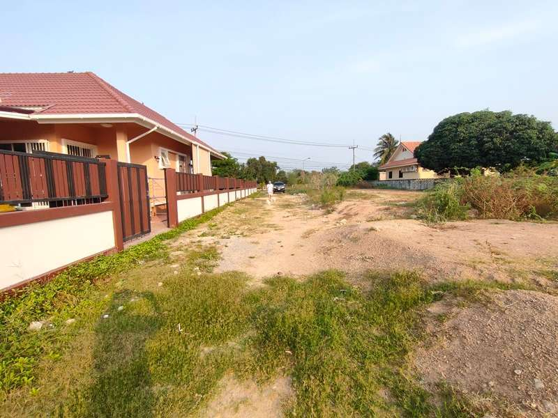 Nice 184 TW (736 sqm.) Home Plot with Private Entrance