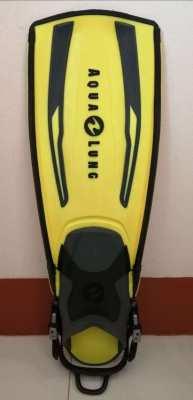 For sale ONE Aqua Lung fin Stratos Adj regular