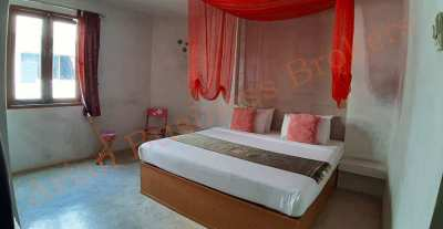 4304005 Freehold 11-Room Guesthouse On The Beach In Cha Am