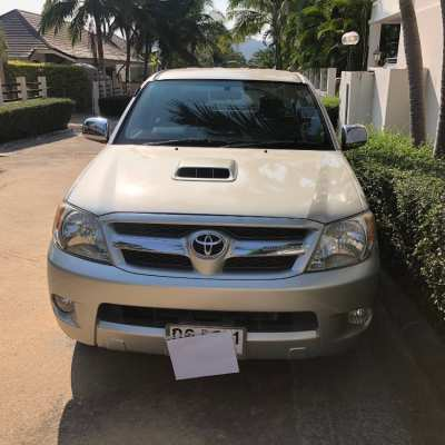 Toyota Hilux double cab 4 door great condition only 3 expat owners