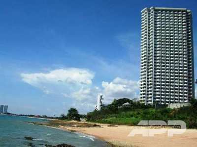 Very spacious apartment with sea view and access to the beach! Best pl