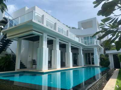 Luxury 4 Bedroom Villa With Private Pool And Garden