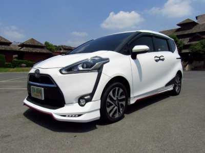 ฟรีดาวน์ Toyota Sienta 1.5V ตัวท็อปสุด สภาพป้ายแดง