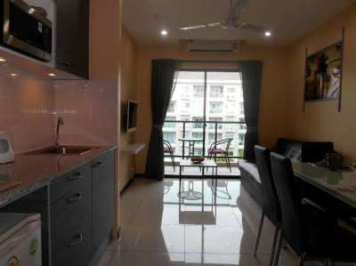 Spacious 1 bedroom apartment in Pratamnak with sea views at a super