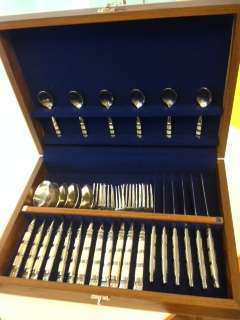 Cutlery with mother of pearl set of 6      24 pieces 8,500 baht