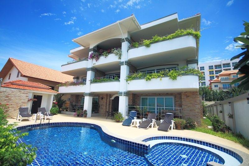 Hot Deal ! Beautiful 2 Beds Condo For Sale Pratumnak Pattaya