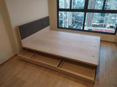 Minimo เตียง 5 ฟุต สีแคนยอนโอ๊ค สไตล์โมเดิร์น แถมโต๊ะ