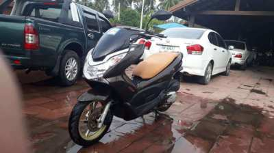 Honda PCXi 150 For Rent With Free Mask