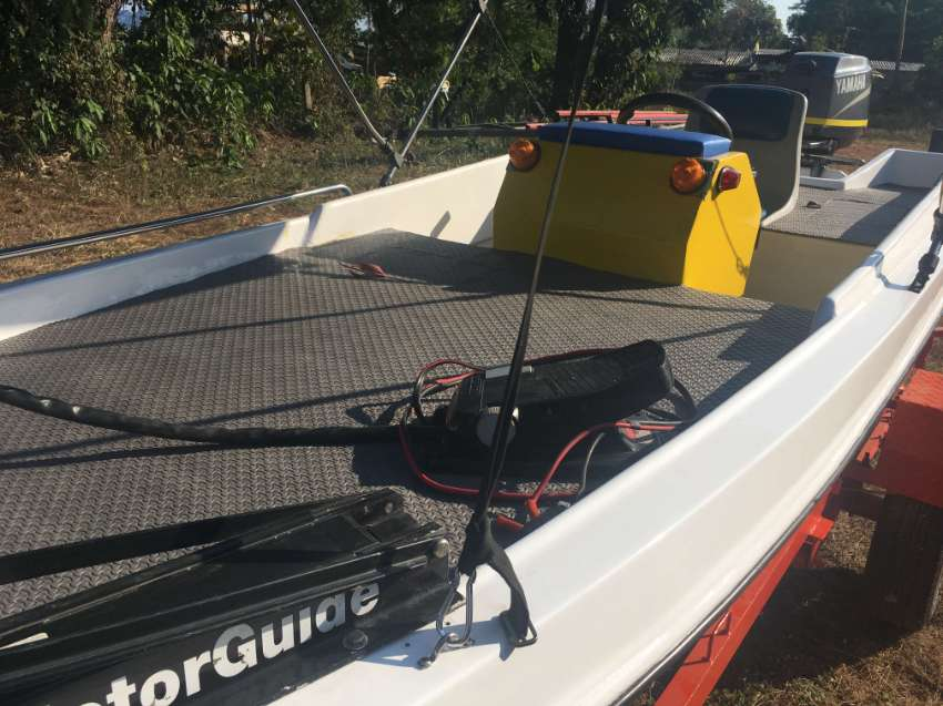 FIBER FISHING BOAT - YAMAHA 40 HP