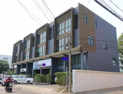 A New Freehold Terrace Building at Midtown Bangkok