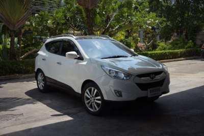 Low mileage 4wd Hyundai Tucson
