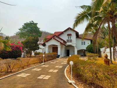 Magnificent Mountain View 5 BR 4 Bath Pool Villa + Maid's Room