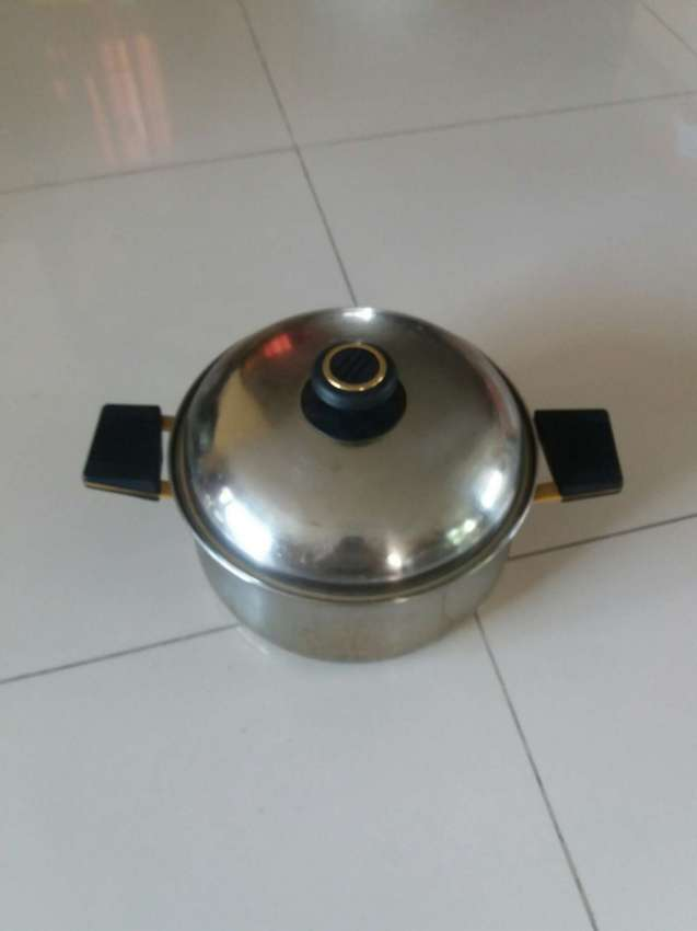 Stainless Steel Cooking Pot with Lid and Double Layered Bottom