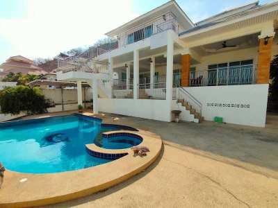 Tri-Level Hillside 3 BR 3 Bath Pool Villa Overlooking City Center
