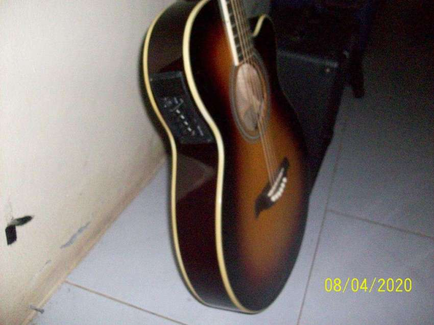 Half Acoustic Guitar Cetury reduced to 4500 Bath With Emplifier
