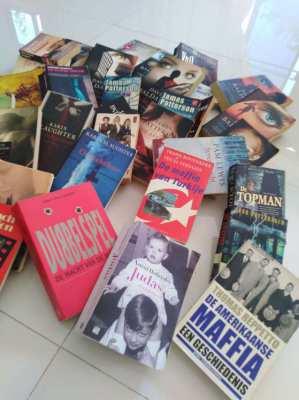 Nederlandse boeken 50 stuks voor 200 bath ( 4 bath per stuk )