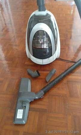 Hitachi 1800 watt cyclonic vacuum cleaner