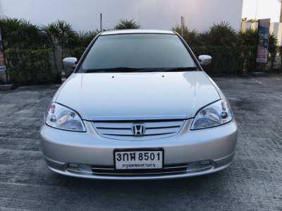 Selling a HONDA CIVIC 1.7 V-TEC sedan in 2003.