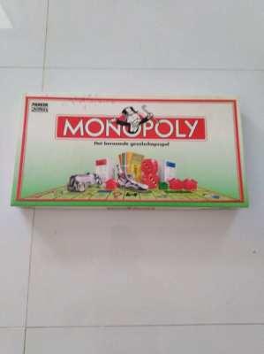 monopoly , het beroemde gezelschapsspel  150 bath