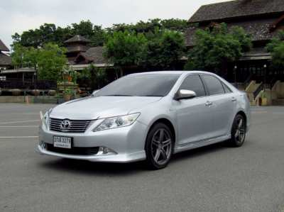 Toyota Camry 2.0 G, year 14, beautiful appearance, looks good, drives well, ready to use