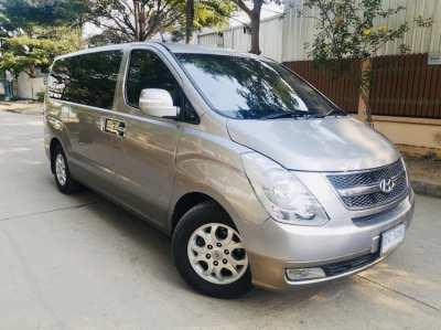 Selling Hyundai H1 VIP AUTO, same machine 2011 year