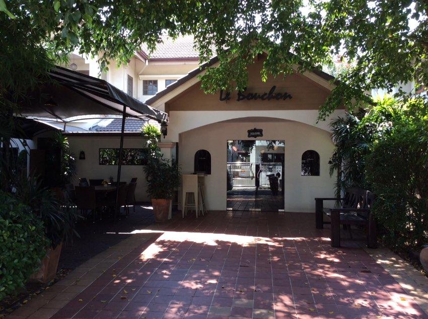 House next door, nichada thani, ISB on chaengwattana pakkret