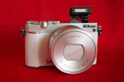 Nikon 1 J5  Wi-Fi NFC  White Silver Body, 4K Video
