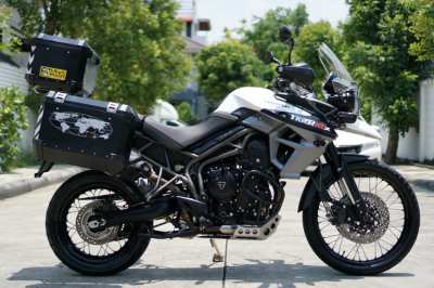 Triumph Tiger XCX 2015 with SW-Motech panniers + top box!
