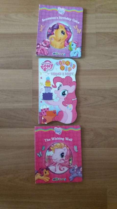 MY LITTLE PONY-The Wishing Well-Scootaloo's Birthday Cake-Pinkie Throw