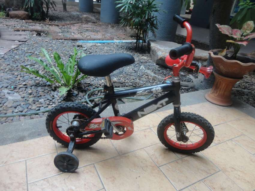 Kids beginner bicycle in good condition with 12 rims