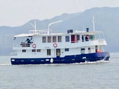 1997 Custom Cruiser Houseboat (55' HK)