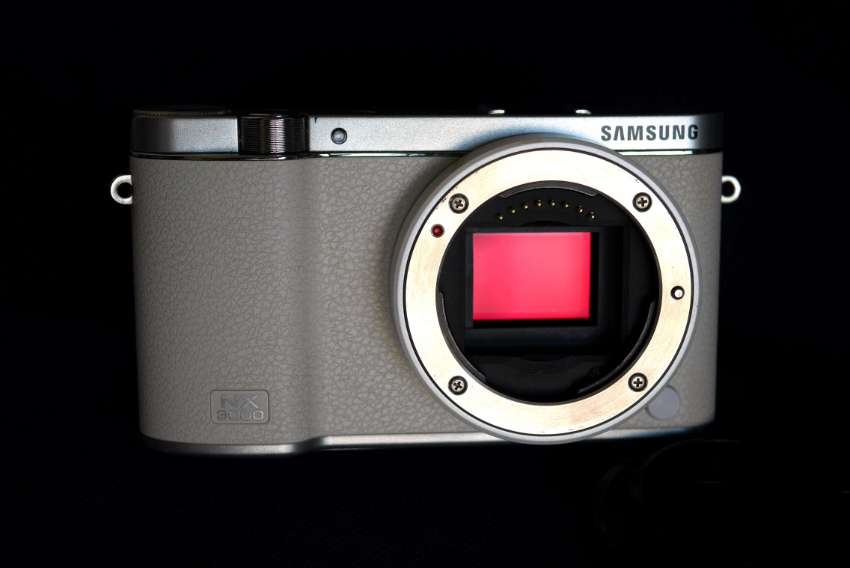 Samsung NX NX3000 20.3MP DSLM Camera White Body