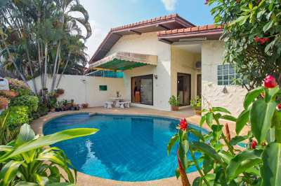 House with pool for sale in Pattaya. The house is located 1500 meters