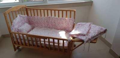wooden baby/crib bed for sale - เตียงเด็กไม้สำหรับขาย