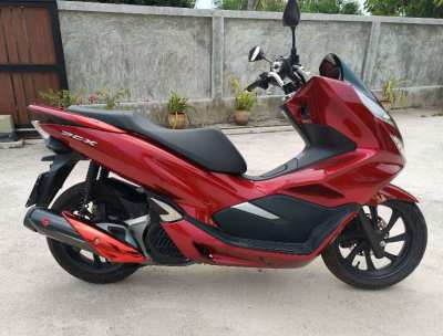 Honda PCX 150 red 2018, latest version in very good condition