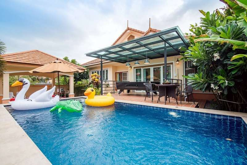 Fully Furnished 3 BR 3 Bath Pool Villa Only 5 Minutes to City Center