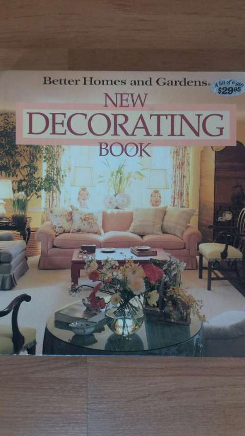 BETTER HOMES AND GARDENS-NEW DECORATING BOOK