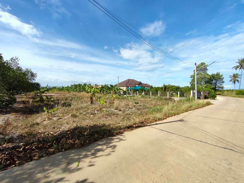 2 Rai Quiet Peaceful Location - Only 20 Minutes to Hua Hin City Center