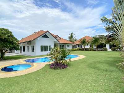 Modernized estate, 6 bedrooms, 3 buildings, pool, 1250 m2 land, East P
