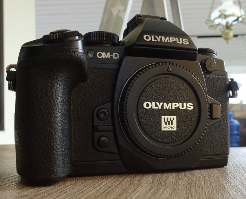 OLYMPUS OMD - EM1 CAMERA WITH OLYMPUS 12-40 f2.8 PRO LENS