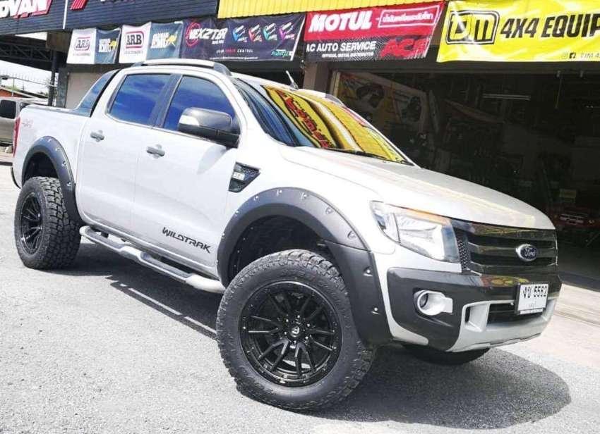 MUST SEE !! Wildtrak3.2(4WD) Low kms