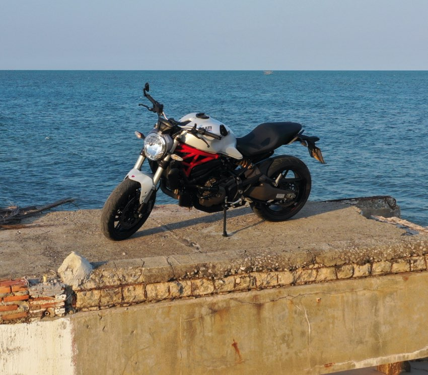 Limited Edition Ducati Monster 821 PEARL WHITE, 12.500 km, clean