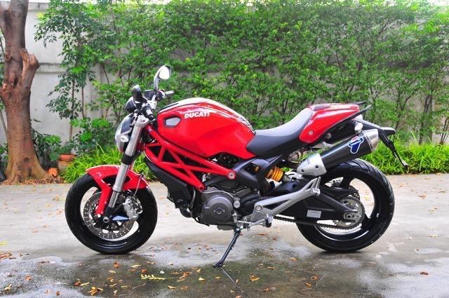 2012 Ducati Monster 5700 km only!